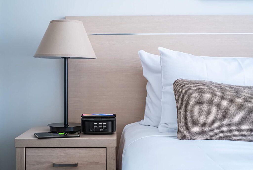 sveglia con ricarica wireless cellulare